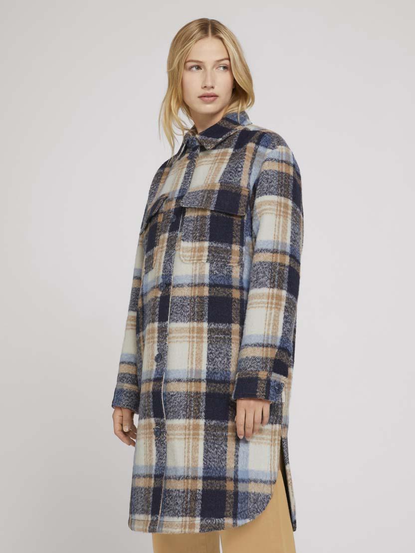 Karirasta dolga jakna v stilu srajce, z naprsnimi žepi