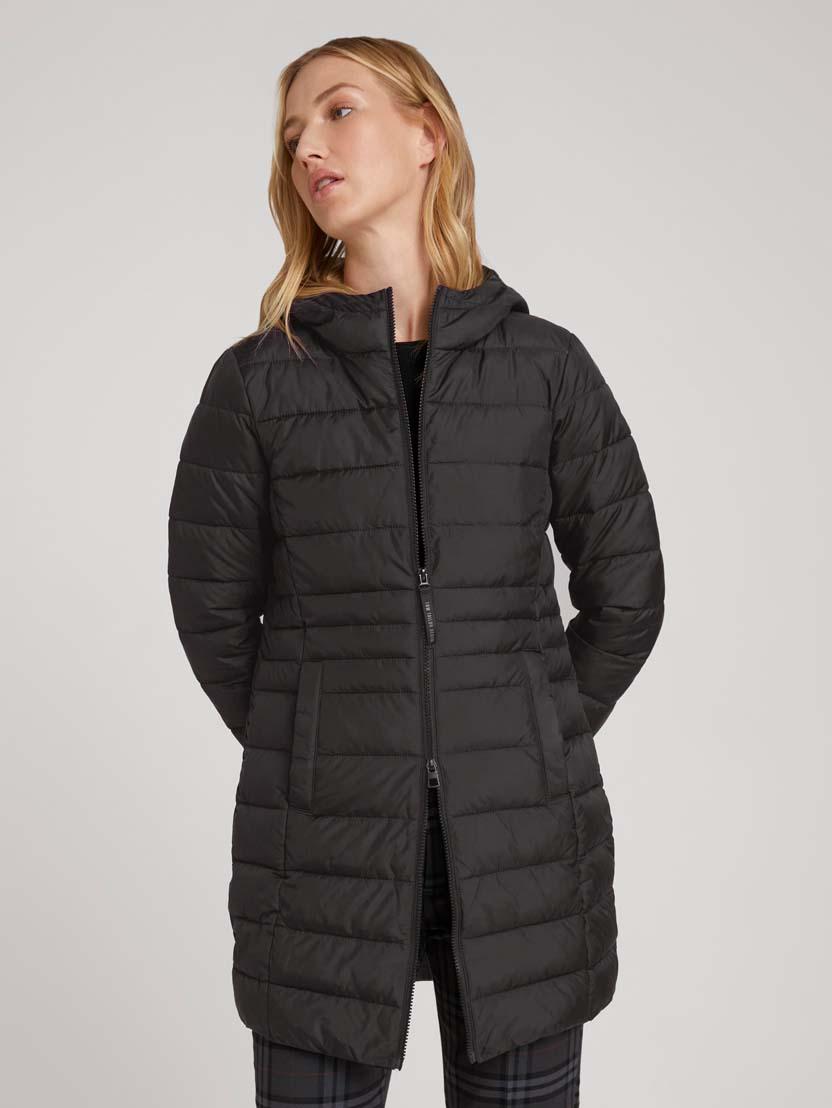 Prešita lahka dolga jakna s kapuco - Črna
