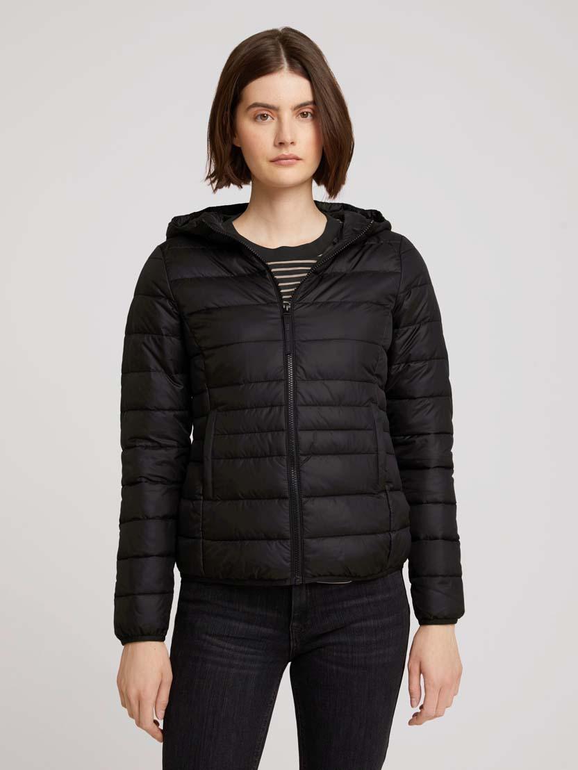 Prešita lahka jakna s kapuco - Črna