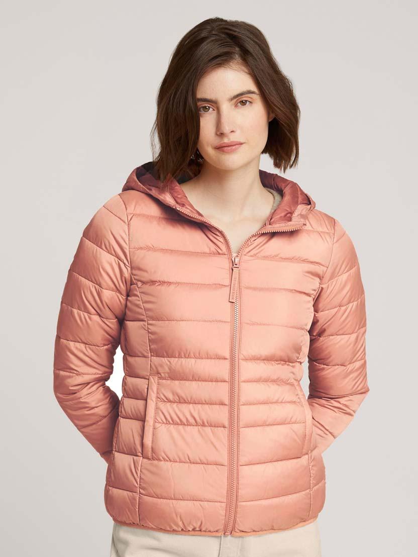 Prešita lahka jakna s kapuco